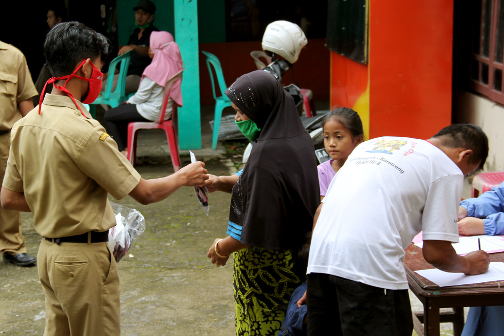 pembagian-masker-gratis-tahap-dua-untuk-warga-desa-joho